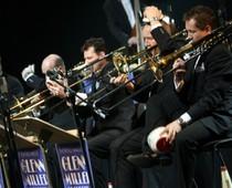 Show 2011 American Big Band