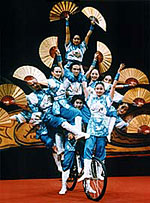 2011 Show Golden Dragon Chinese Acrobats