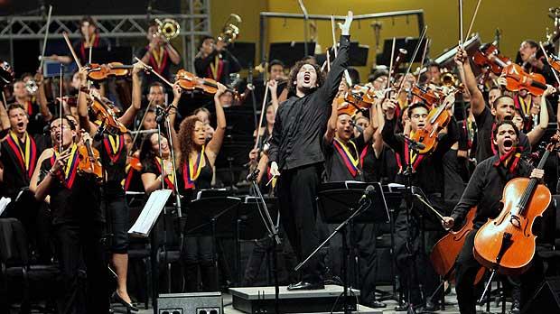 La Philharmonic Orchestra Roussel Hall