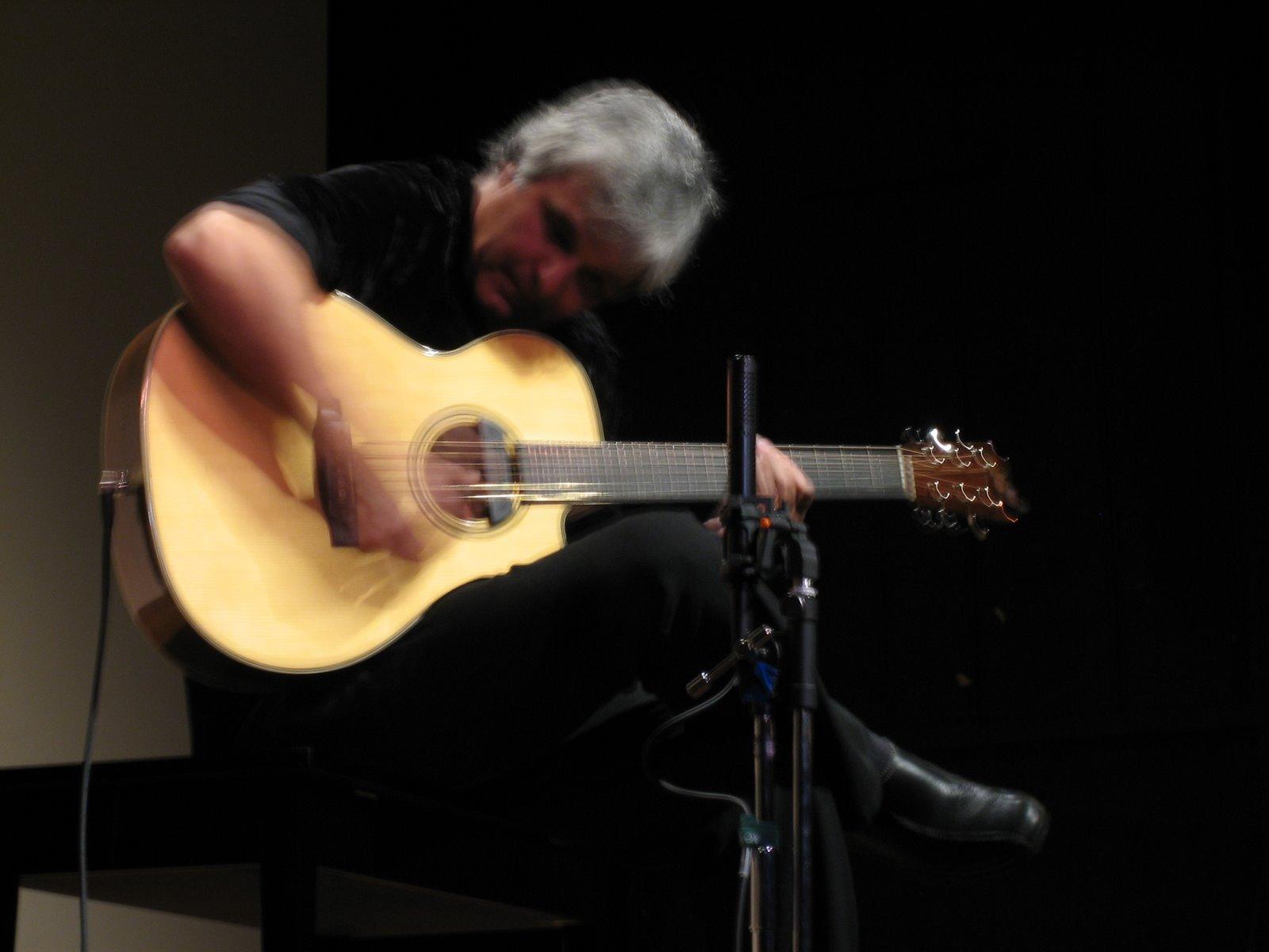 2011 Laurence Juber