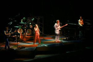 Concert Love Me Electric