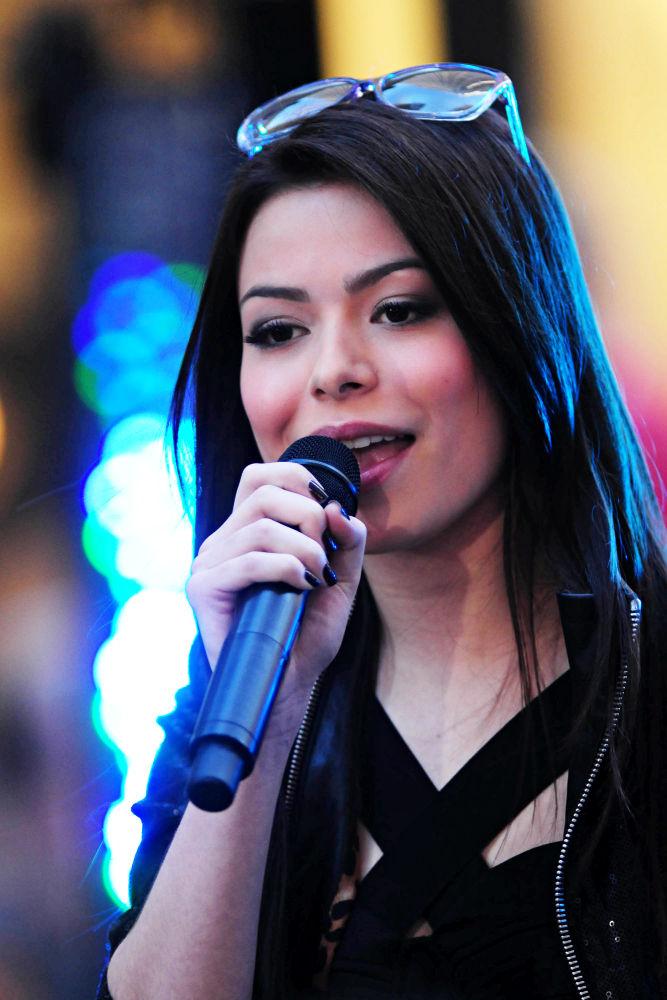 2011 Miranda Cosgrove