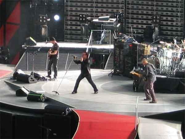 U2 2011 Show