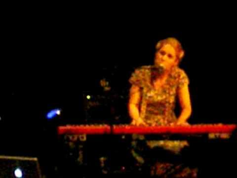 "Agnes Obel ""Riverside"" live in Berlin @Admiralspalast"