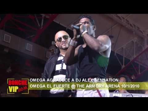 OMEGA AGRADECE A DJ ALEX SENSATION Y EL BOXEADOR JOAN GUZMAN EN TARIMA
