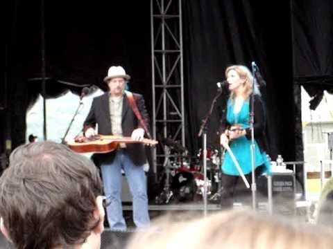Alison Krauss and the Union Station- Restless (Mountain Jam)