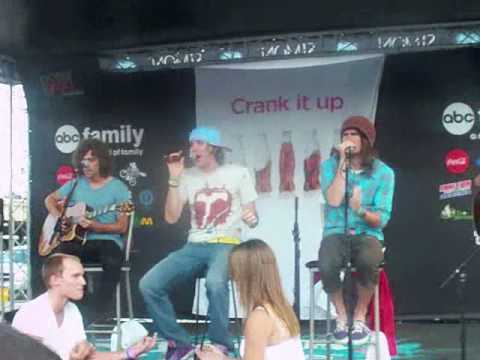 Forever The Sickest Kids (Live)