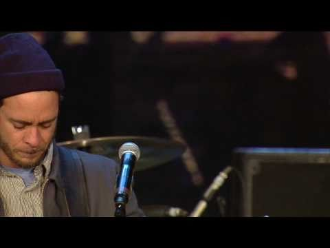 Amos Lee - Windows Are Rolled Down (Live at Farm Aid 25)