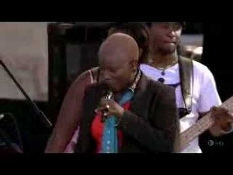 Angelique Kidjo at Newport Folk 06 - Agolo