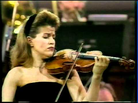 Mozart Violin Concerto No.3, Anne-Sophie Mutter violin with Yehudi Menuhin conducting RPO, Finale.