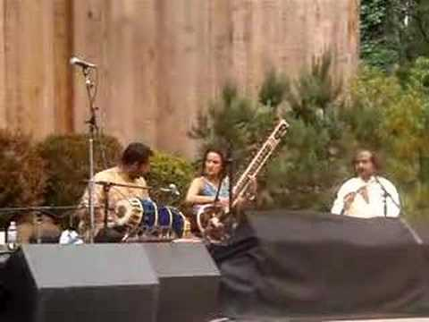 Anoushka Shankar Grooving
