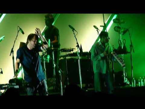 [DVD] Atoms For Peace - Orpheum Theatre 2009 [11 Songs + 5 Bonus]