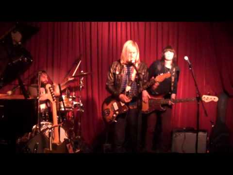 Band Of Skulls - Death By Diamonds
