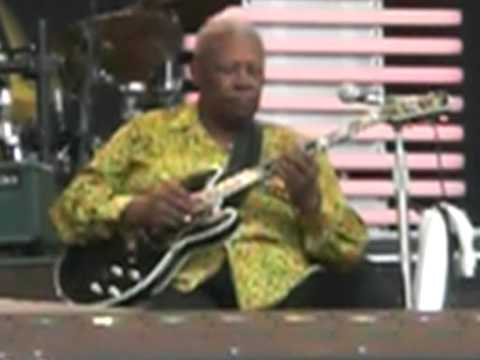 "BB King @ Crossroads 2007 ""Rock Me Baby"""