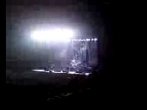 Korn-Falling Away From Me (Live) 2010