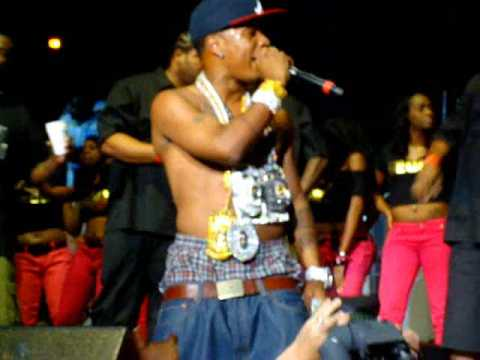 Plies throws out $50000 to the crowd, & more! Birthday Bash 2009 Social Addiction EXCLUSIVE!