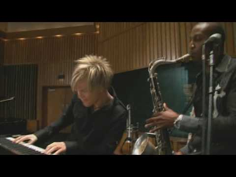Brian Culbertson - Hollywood Swinging / Do You Really Love Me? (live, 2009)