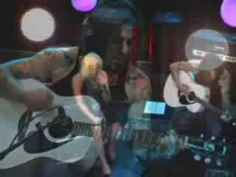 "Terri Nunn of Berlin & Dave Navarro Perform ""Magic"""