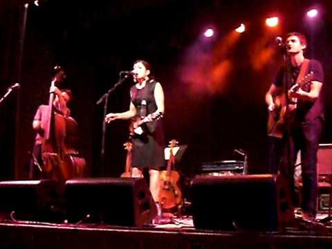 Carrie Rodriguez - She ain`t me