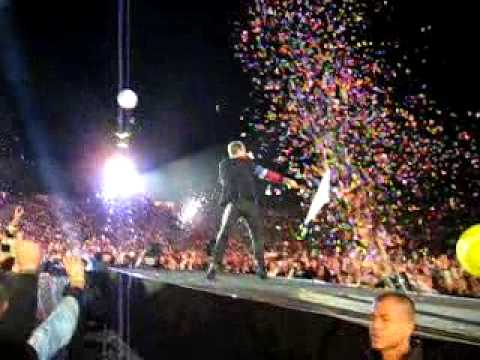 COLDPLAY Munich 2009 chasing butterflies while Chris Martin dancing right in front of us