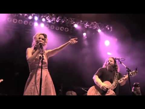 Emily West Performs `Heels over Head in Love` w Jamey Johnson