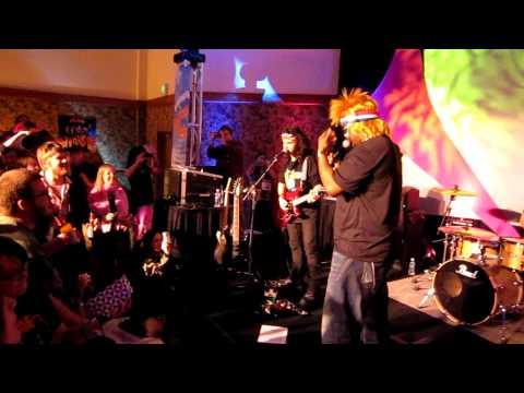 Craig Robinson Sings `Jessie`s Girl` at Winterfest `86