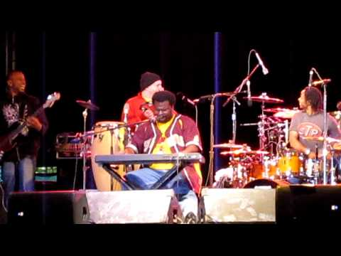 Craig Robinson on the Piano and Dancing