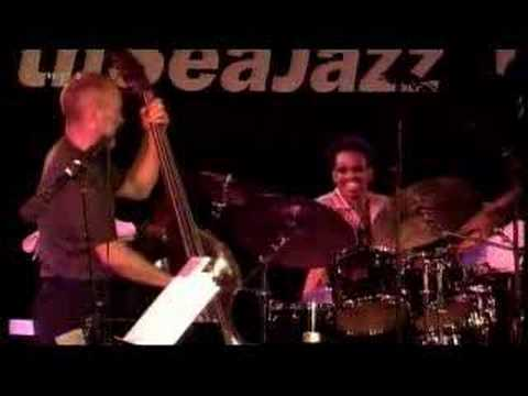 Billy Kilson solo (DaveHolland BigBand NSJ2003 - Free 4 all)