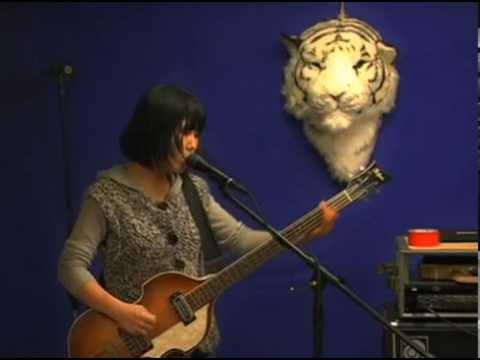 Deerhoof - Milk Man (Live from Juan`s Basement)