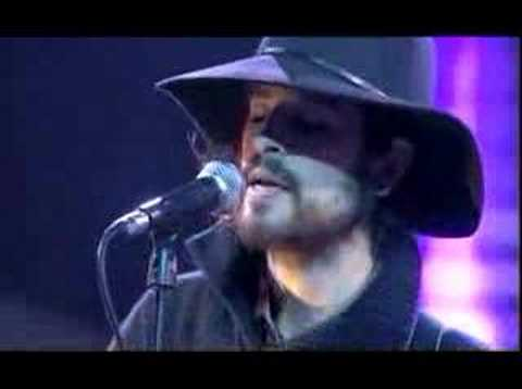 "Devendra Banhart performs ""Bad Girl"" on De La Semaine"