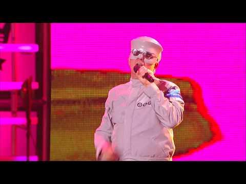 """Devo Performs """"Fresh"""""""