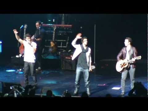 jonas brothers - when you look me in the eyes (live) at concert for hope on 3/20/11