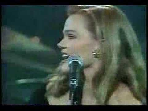 Belinda Carlisle - Heaven Is A Place On Earth (Live `87)