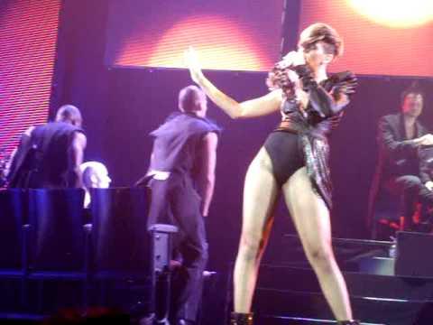"Rihanna FALLS during ""Te Amo"" - London O2 Arena , 10th May"