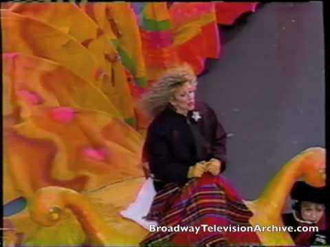 Elayne Boosler peforms Shy at the 1993 Macys Thanksgiving Parade
