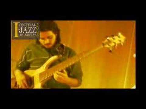 "Roberto ""RT"" Trujillo Bass Solo CHECK MYSPACE: www.myspace.com/trujilloproyect"