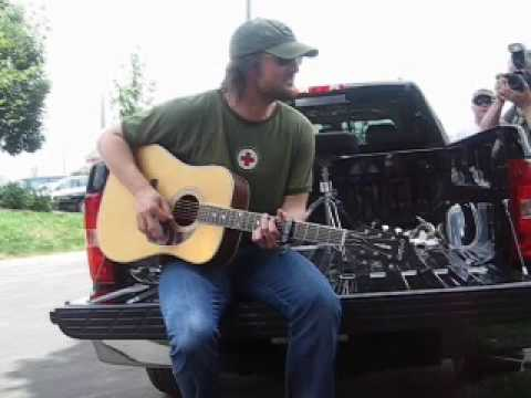 "Eric Church ""Guys Like Me"" On his Tailgate!!!"
