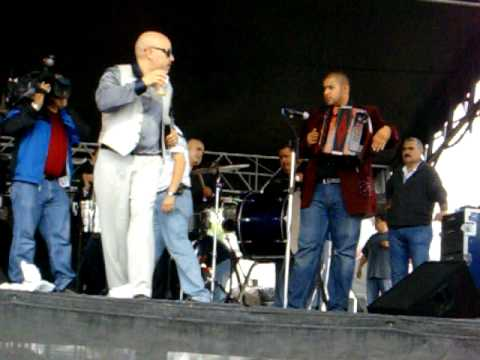 FIESTAS DE MAYO CHICAGO 2010 ( LUPILLO RIVERA INTRO 2 DE 4 )
