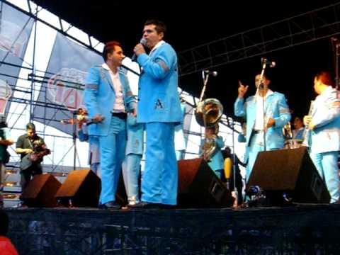FIESTAS DE MAYO CHICAGO 2010 ( LA ARROLLADORA BANDA EL LIMON DE TI EXCLUSIVO )