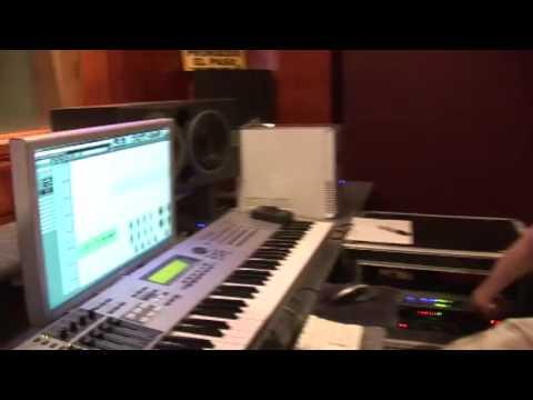 Arcangel en el estudio Grabando para el intro de Sangre Nueva 2
