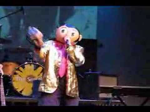 Frank Sidebottom - I cant help falling in love with all of u