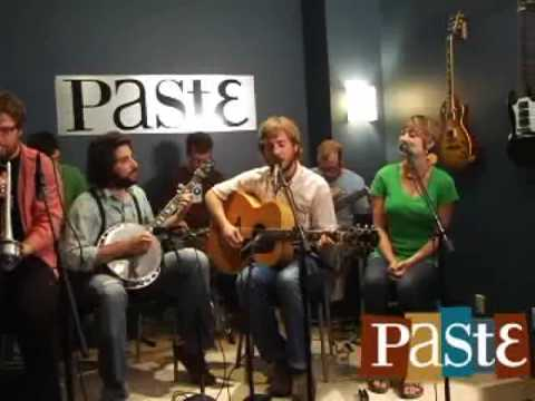 "Frontier Ruckus ""Mona and Emmy"" live at Paste"