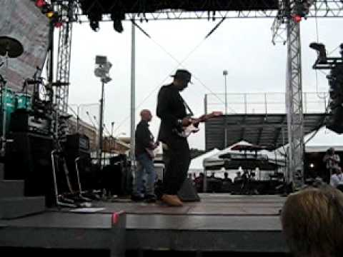 Gary Sinise and The Lt. Dan Band performing Purple Haze @ The Armed Forces Bowl 2010.AVI
