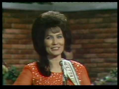 Loretta Lynn - The Race Is On