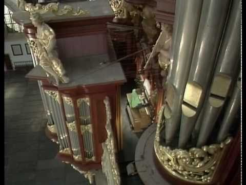 "Gillian Weir - ""King of Instruments"" - Bach`s Toccata and Fugue in D minor, BWV 565"