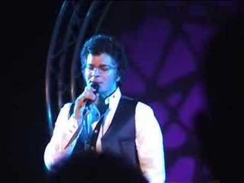 Gino Vannelli - Napoli - 20.09.2007 It hurts to be in love
