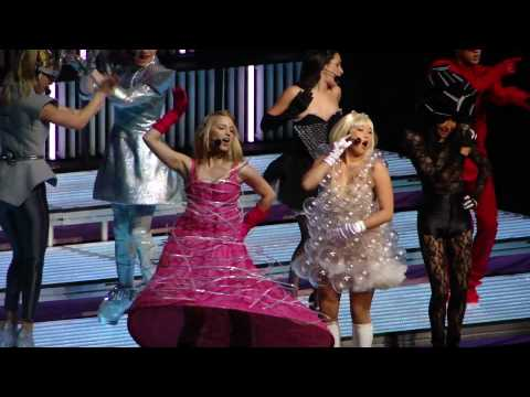 Glee Live 2010 - Bad Romance - Glee Cast - Los Angeles May 22, 2010