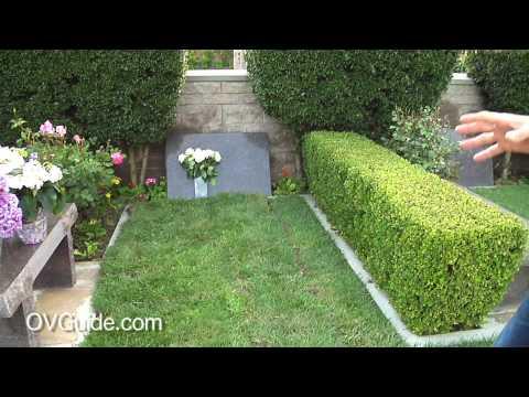 Michael Jackson`s Grave