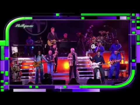 "Chicago / Earth Wind & Fire Live ""Beginnings"" (HD 720p)"