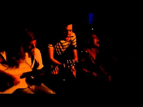 Grouplove - Colours (Acoustic) (Live at the Silverlake Lounge, Los Angeles, 2010-09-27)